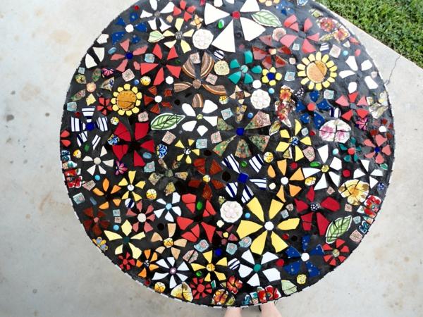 Mosaik tisch f r eine herrliche atmosph re for Bunter schuhschrank