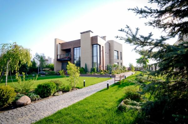 schönes-luxus-ferienhaus-mit-pool