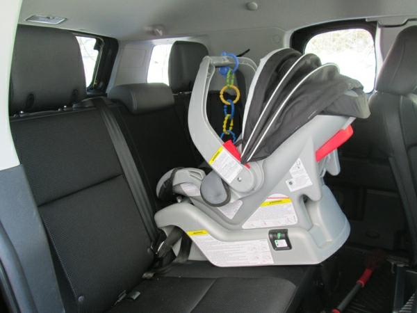schönes-praktisches-modell-kinder-autokindersitz-babyschalen-test--