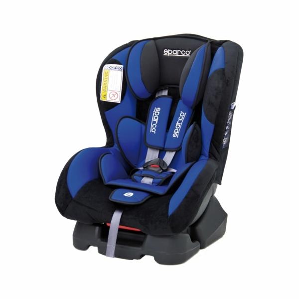 schönes-praktisches-modell-kinder-autokindersitz-in-blau-
