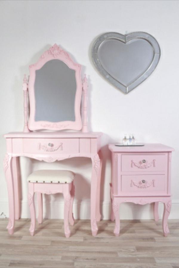 schminktisch-mit-hocker-rosiges-schönes-modell