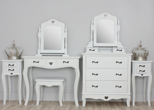 schminktisch-mit-hocker-zwei-elegante-weiße-stücke