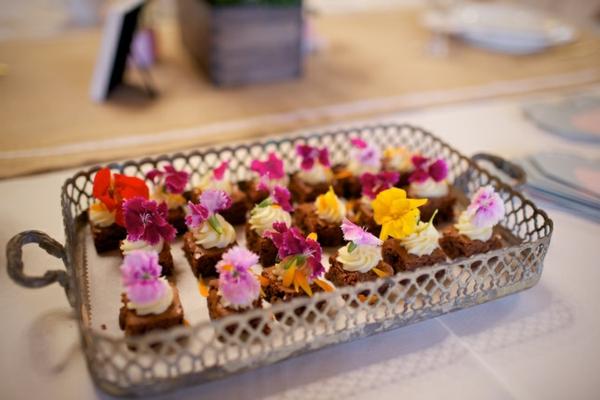 schokoladen-cupcakes-blumen-zum-essen-blumen-blüten