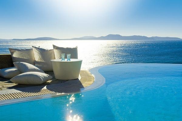 schwimmbecken-design-idee-infinity-pool-wunderschönes-design-