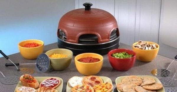 sehr-schön-gemachter-und-funktionell-gestalteter-pizzaofen-tisch-interessante-ausstattung-vom-tisch