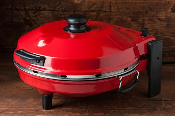 sehr-schön-gemachter-und-funktionell-gestalteter-pizzaofen-tisch-modell-in-roter-farbe