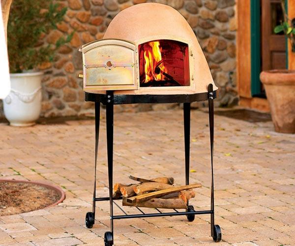sehr-schön-gemachter-und-funktionell-gestalteter-pizzaofen-tisch-weißes-attraktives-modell-auf-rollen