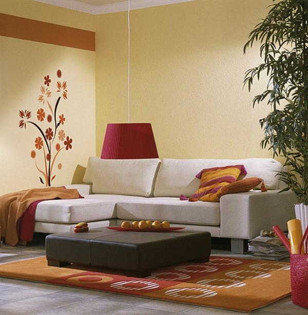 sehr-schönes-wohnzimmer-mit-einem-wandtattoo