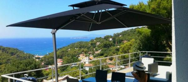 sonnenschirm-für-balkon-herrlicher-blick-auf-den-ozean