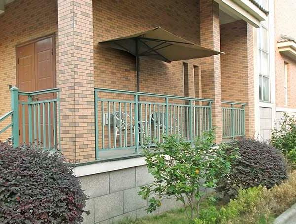 sonnenschirm-für-balkon-interessante-haus-gestaltung