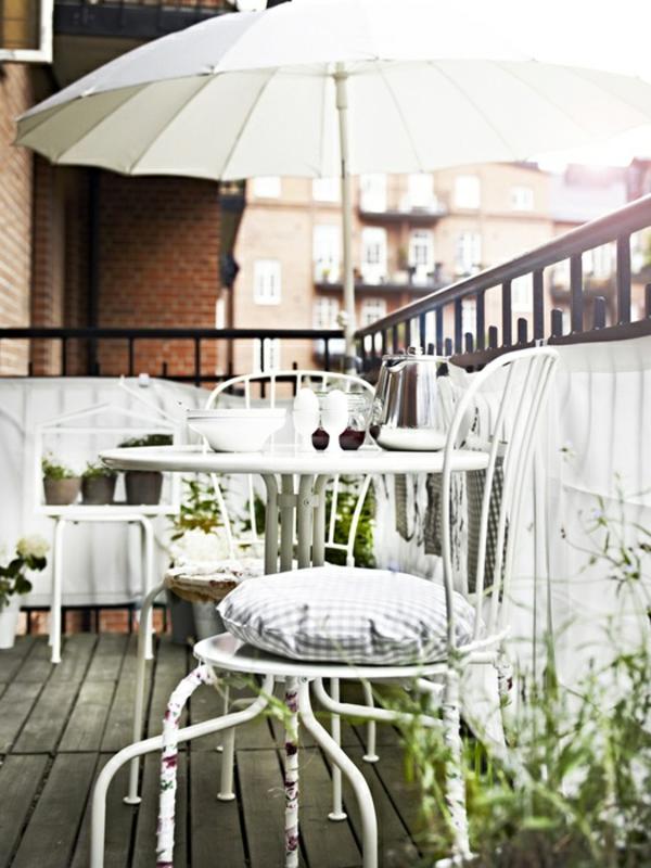 sonnenschirm-für-balkon-weiße-farbe
