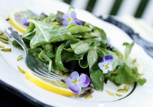 speisen-deko-floral-blumen-essen-salat