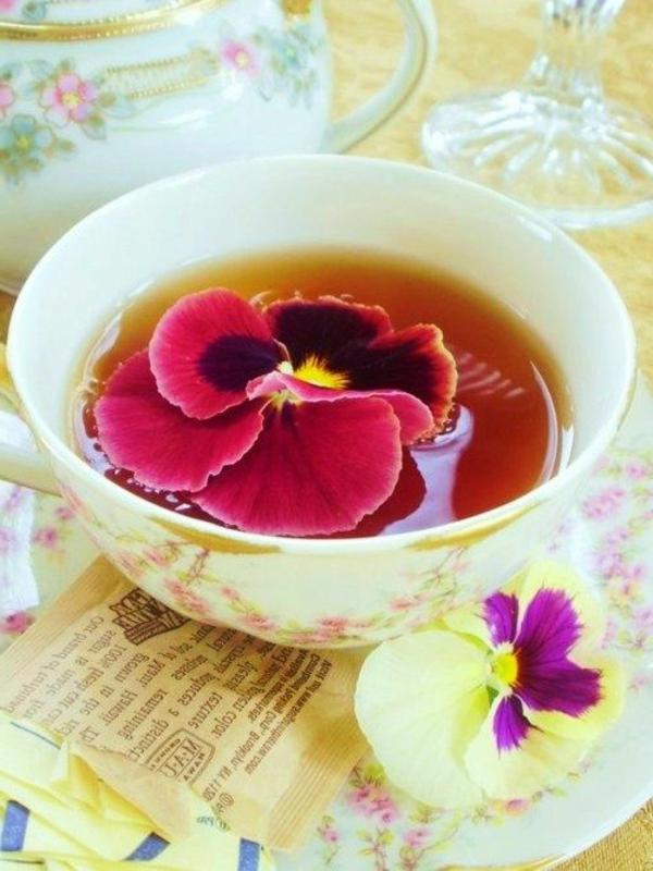 tee-mit-blumen-blumen-zum-essen-blumen-blüten