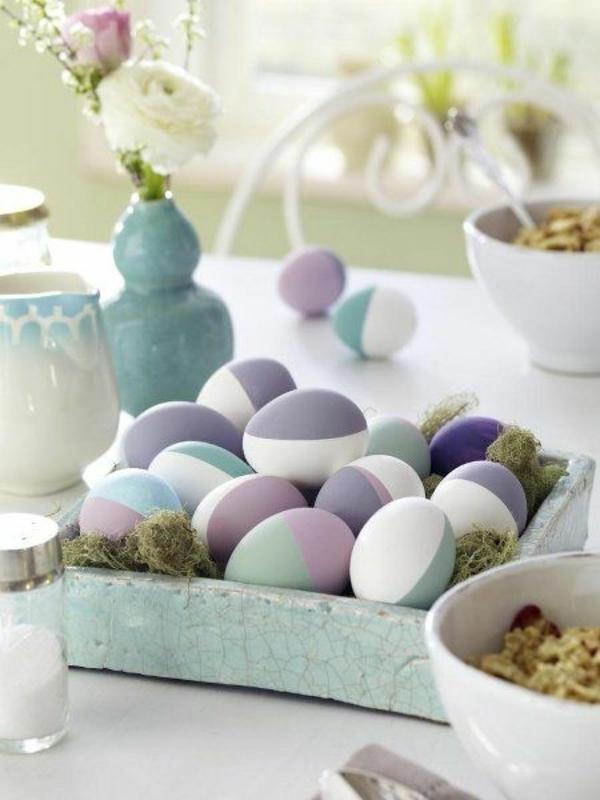 tischdeko-zum-frühling-ideen-für-ostern-tischdekoration-eier-in-lila