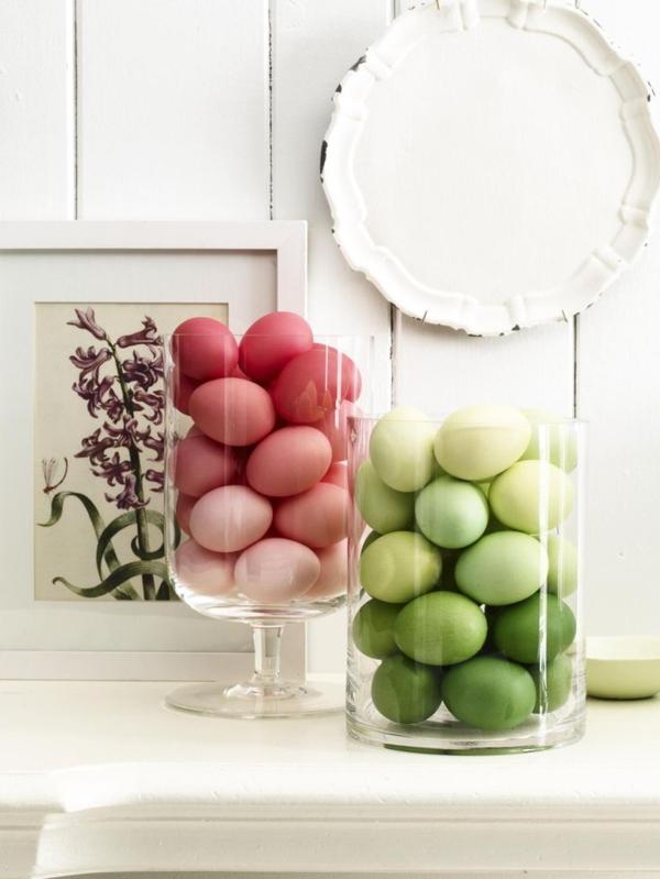 tischdeko-zum-frühling-ideen-für-ostern-tischdekoration-grüne-und-rote-eier-in-gläsern