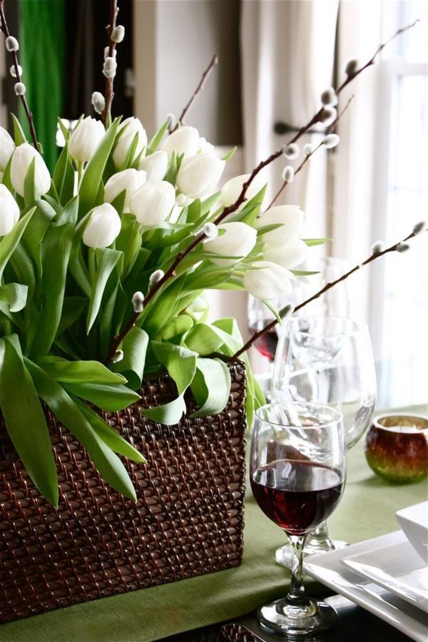 tischdeko-zum-frühling-ideen-für-ostern-tischdekoration-weiße-tulpen