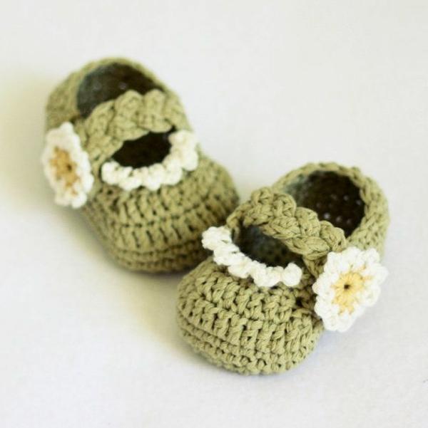 tolles-design-häkeln-babyschuhe-fantastische-ideen-für-häkeleien-babyschuhe-blumen-häkeln-gänseblümchen