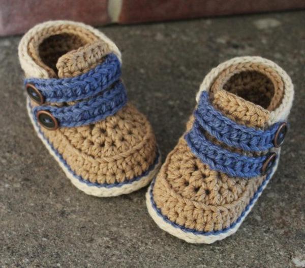 tolles-design-häkeln-babyschuhe-fantastische-ideen-für-häkeleien-in-beige-und-blau