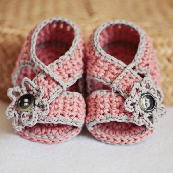-tolles-design-häkeln-babyschuhe-fantastische-ideen-für-häkeleien-rosa-babyschuhe-mit-blumen-häkeln