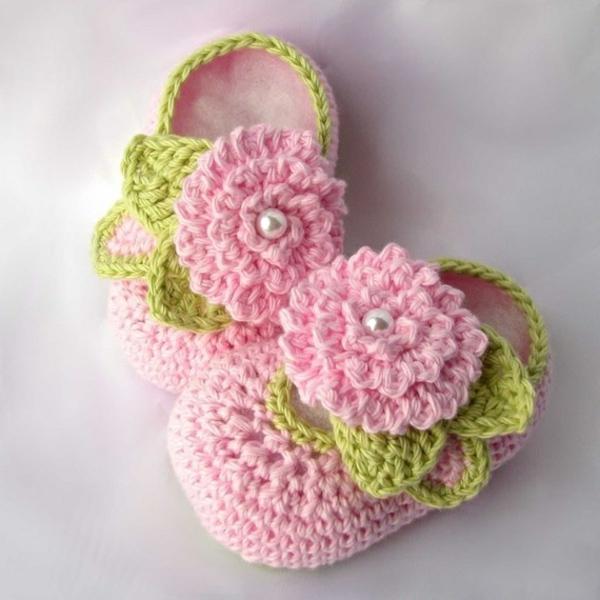tolles-design-häkeln-babyschuhe-fantastische-ideen-für-häkeleien-süße-babyschuhe-mit-blumen-häkeln-rosa--grün
