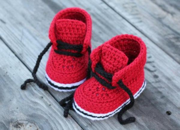 tolles-design-häkeln-babyschuhe-fantastische-ideen-für-häkeleien-sportsschuhe-in-rot