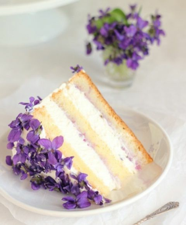 torte-veilchen-zum-essen-torte-verzieren-tortendekoration