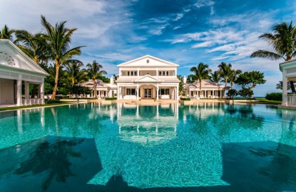 traumhaftes-luxus-ferienhaus-mit-pool