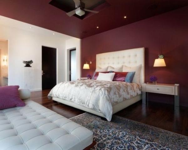 trend  farbe-marsala-für-wand-im-schlafzimmer-mit-einem-weißen-bett-ein sehr schönes und süßes bild