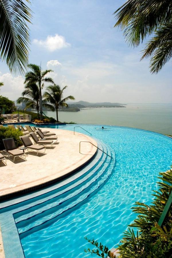 unikales-design-schwimmbad-schwimmbecken-fantastisches-design-luxus-pools