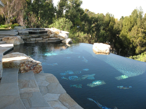 unikales-schwimmbecken-design-idee-infinity-pool-wunderschönes-design