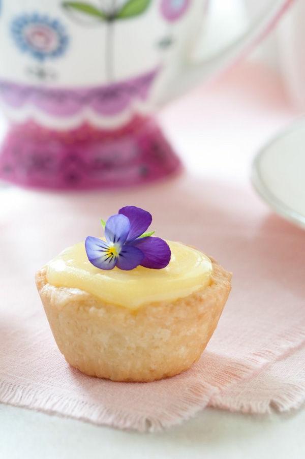 veilchen-zum-essen-cupcakes-verzieren--cupcakes-dekorieren
