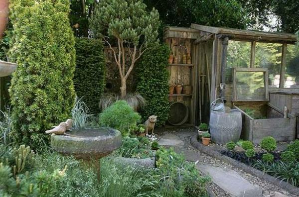 viele-grüne-pflanzen-im-grünen-garten