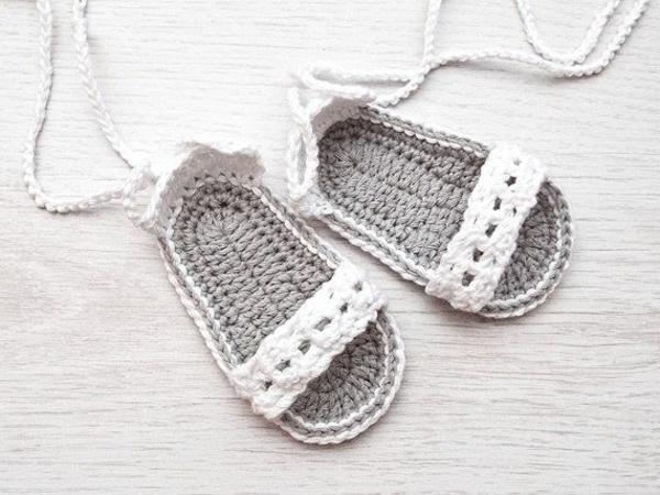 weiße-babysandalen-fantastische-babyschuhe-mit-super-schönem-design-häkeln-tolle-praktische-ideen