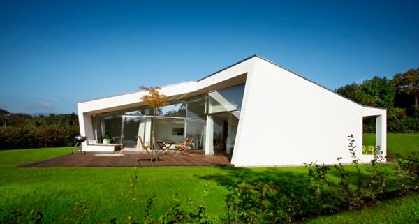 weiße-luxus-ferienwohnung-mit-einer-modernen-architektur