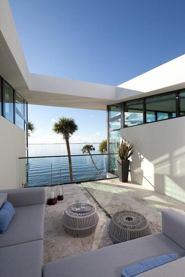 weiße--luxus-ferienwohnung-mit-einer-modernen-architektur