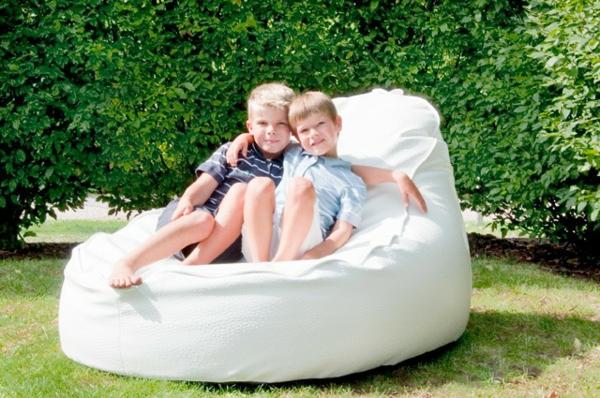 weißes-großes-design-vom-sitzsack-outdoor