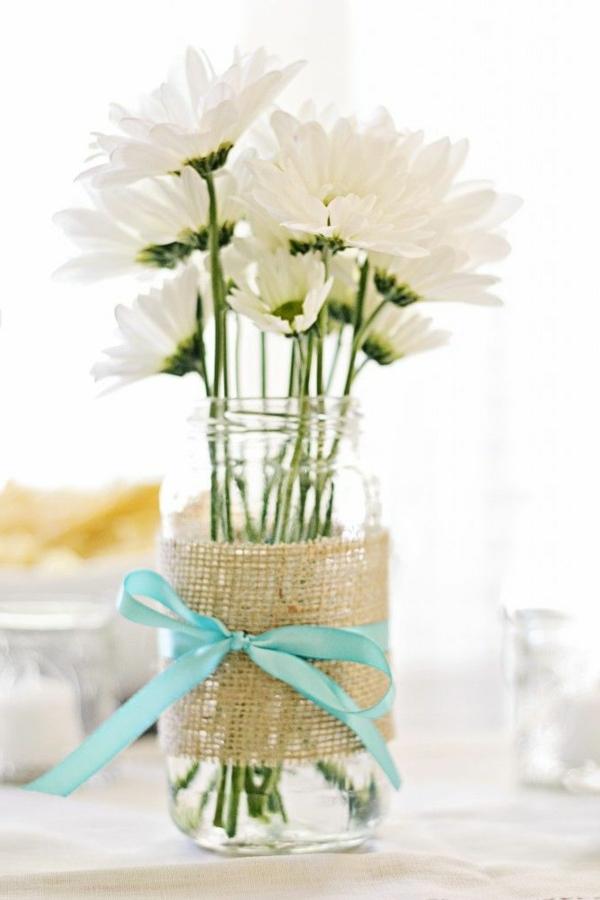 Tischdeko frühlingsblumen im glas  Gänseblümchen als wunderschöne Blumendekoration! - Archzine.net