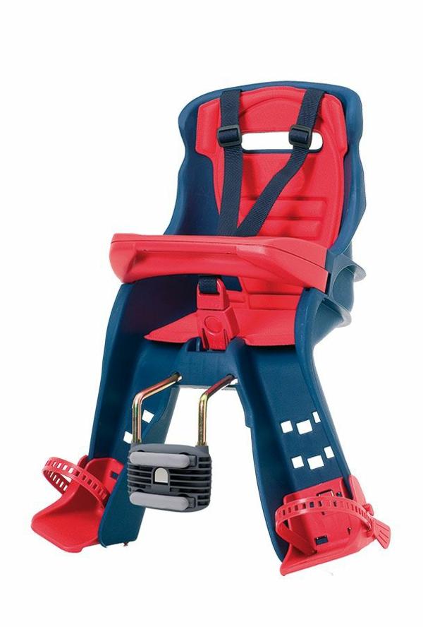 wunderbares-modell-in-rot-fahrradsitz-baby