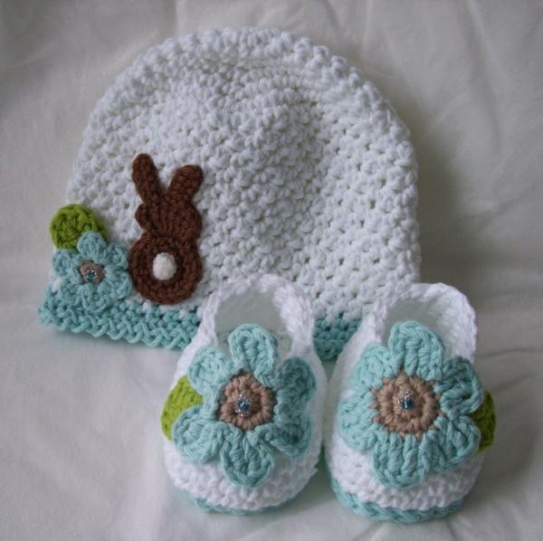 wunderschöne-babymütze-häkeln-kleine-babyschuhe