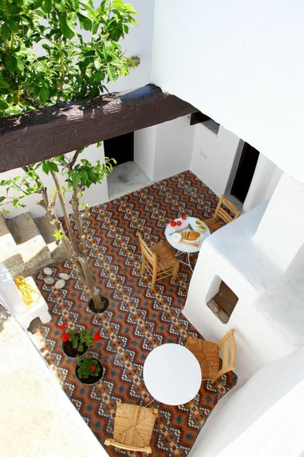 wunderschöne-bunte-fliesen-auf-der-terrasse-einrichtungsideen_terrasse-exterior-design