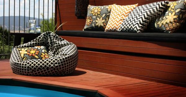 wunderschöne-outdoor-kissen-ganz-neben-dem-pool