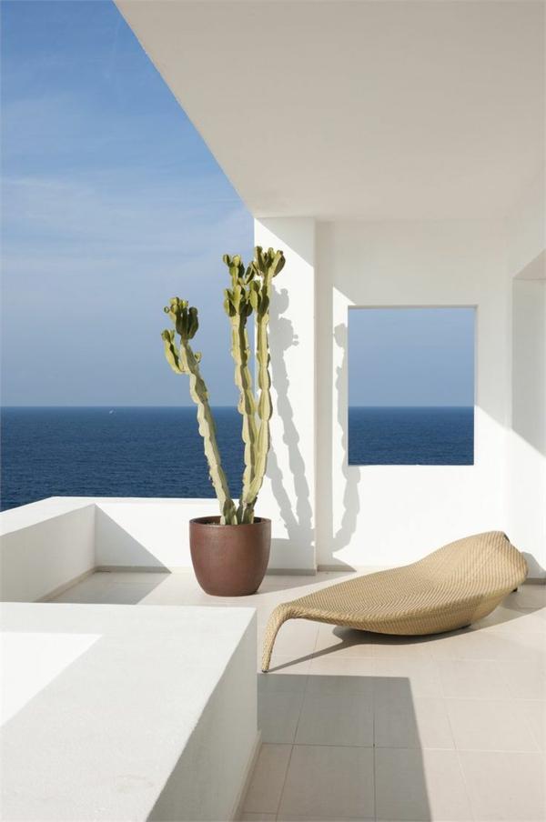 wunderschöne-terrasse-in-weiße-terrassenboden-bodenfliesen-beige