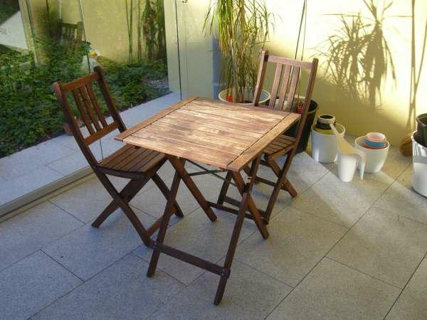 wunderschöner-modern-aussehender-tisch-für-balkon-quadratische-form