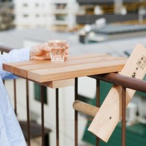 Der Balkon Tisch ist ein super praktisches Möbelstück!
