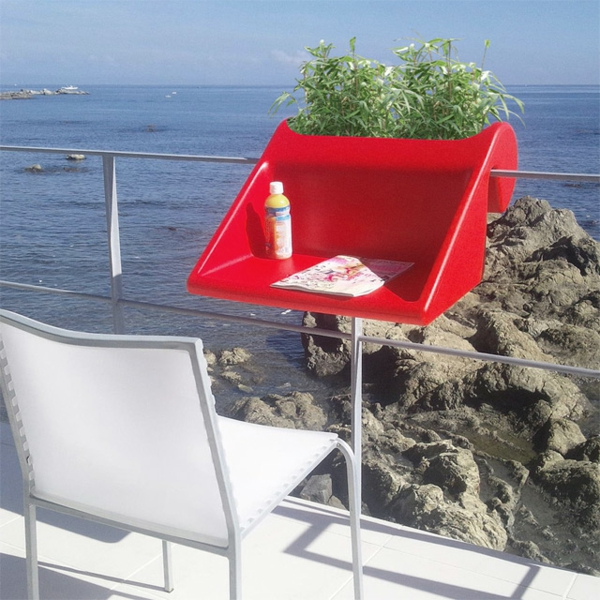 wunderschöner-modern-aussehender-tisch-für-balkon-super-gestaltung-modell-in-roter-farbe