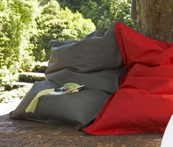 zwei-coole-modelle-sitzsack-outdoor-in-rot-und-grau
