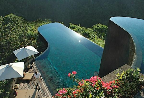 zwei-swimming-pools-schwimmbecken-design-idee-infinity-pool-wunderschönes-design