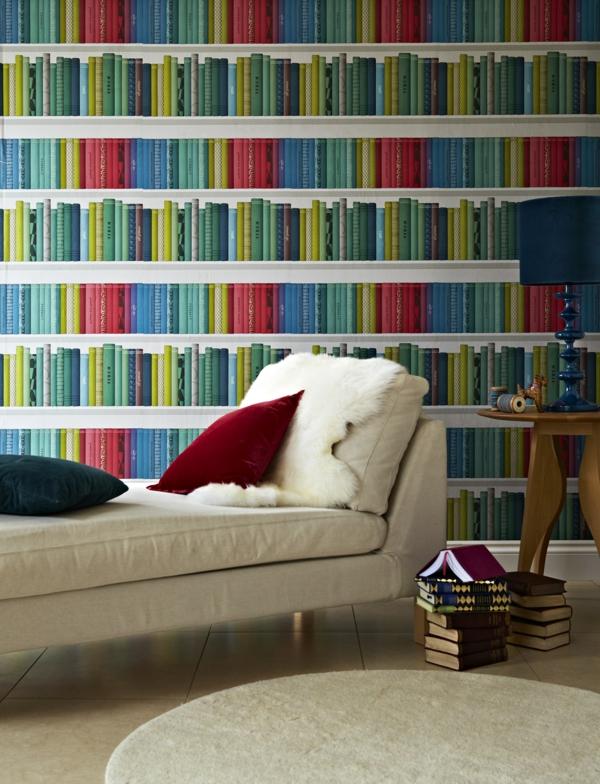 Bücherwand-mit-bunten-Büchern-resized
