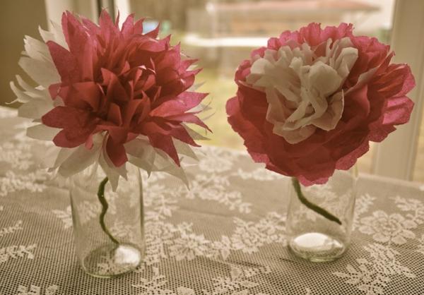 Blumen-aus-Krepppapier-in-Vasen-resized