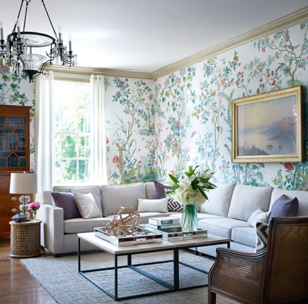 Blumenmotive-auch-an-den-Wänden